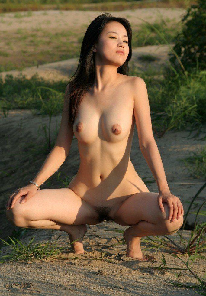 asiatica-com-sua-buceta-cabeluda-17