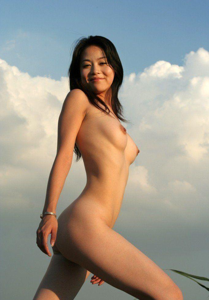asiatica-com-sua-buceta-cabeluda-19