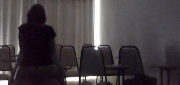 Fudendo a Empregada Amadora no Intervalo da Palestra