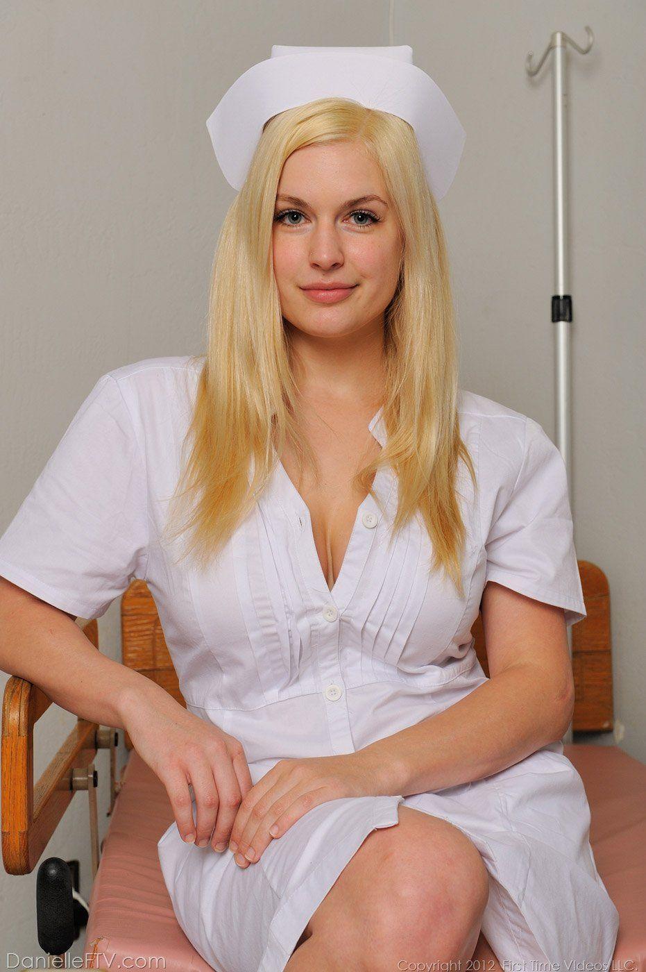 Enfermeira Danielle Pagando Boquete e Trepando com Médico