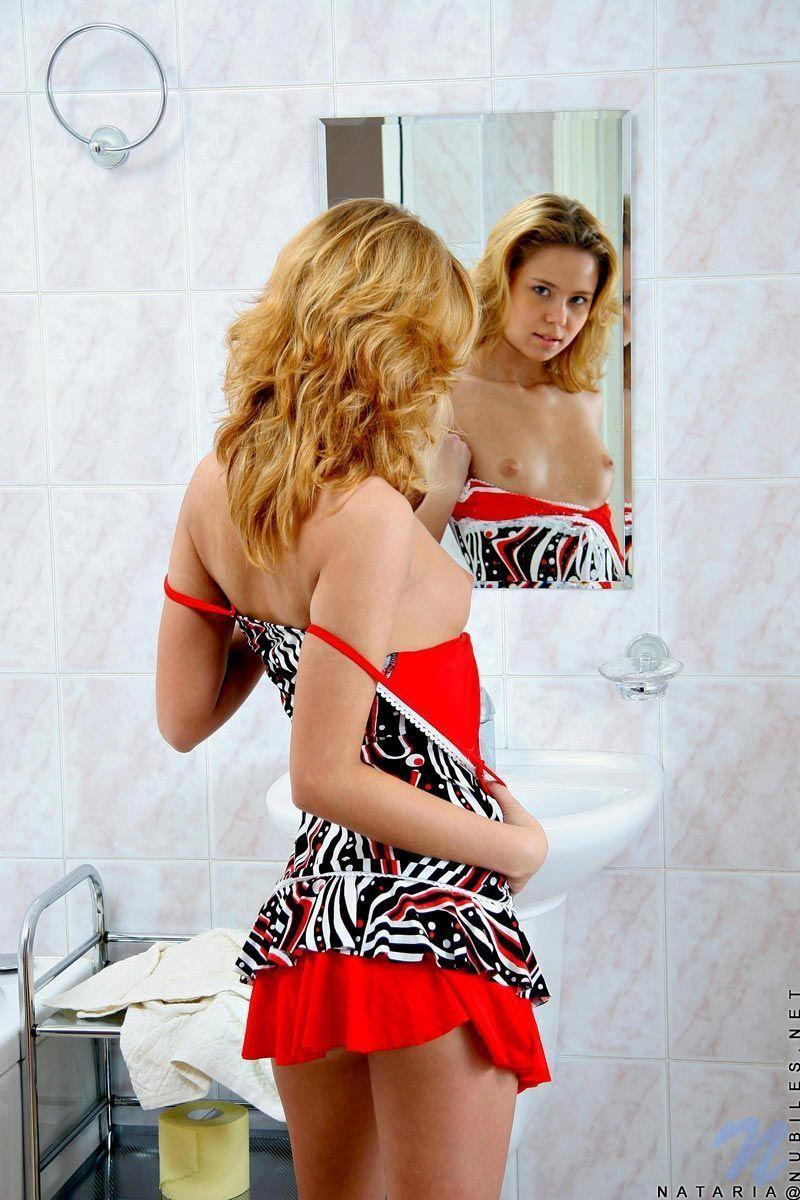 Buceta Da Claudia Leite novinha lavando a buceta rosinha na banheira | liga das novinhas