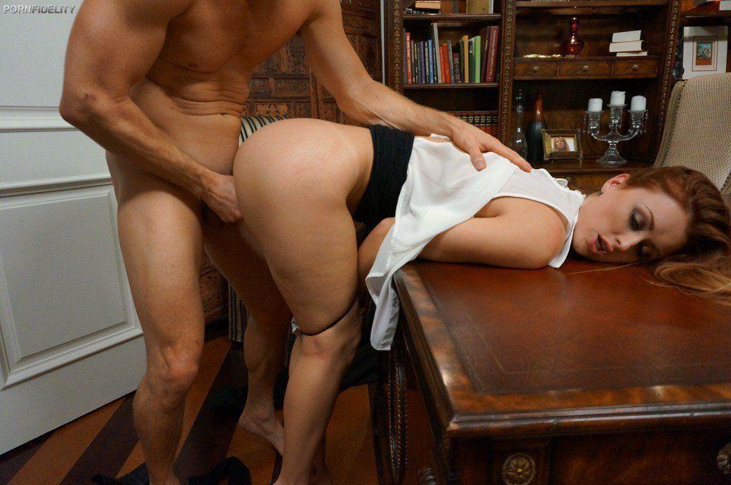 Сосут секс фото много столе