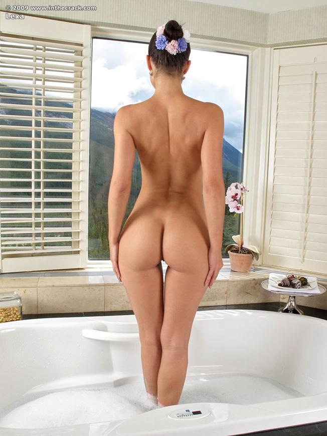 gostosa-tomando-banho-na-banheira-7
