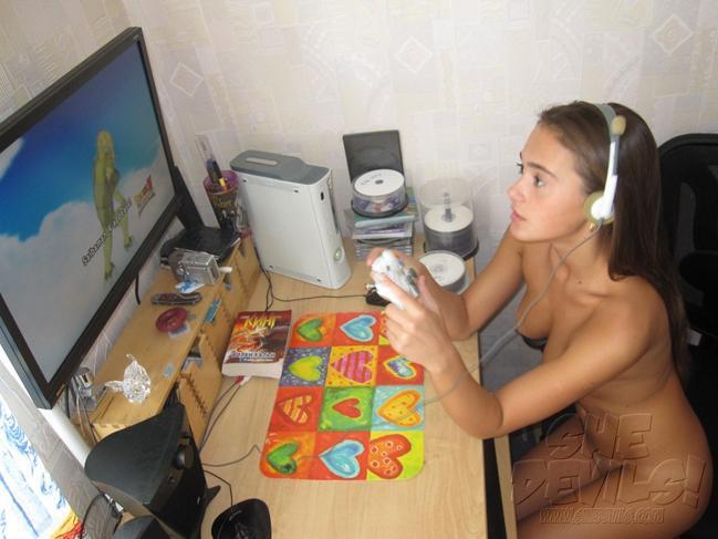 Novinha Gamer Pelada se Divertindo