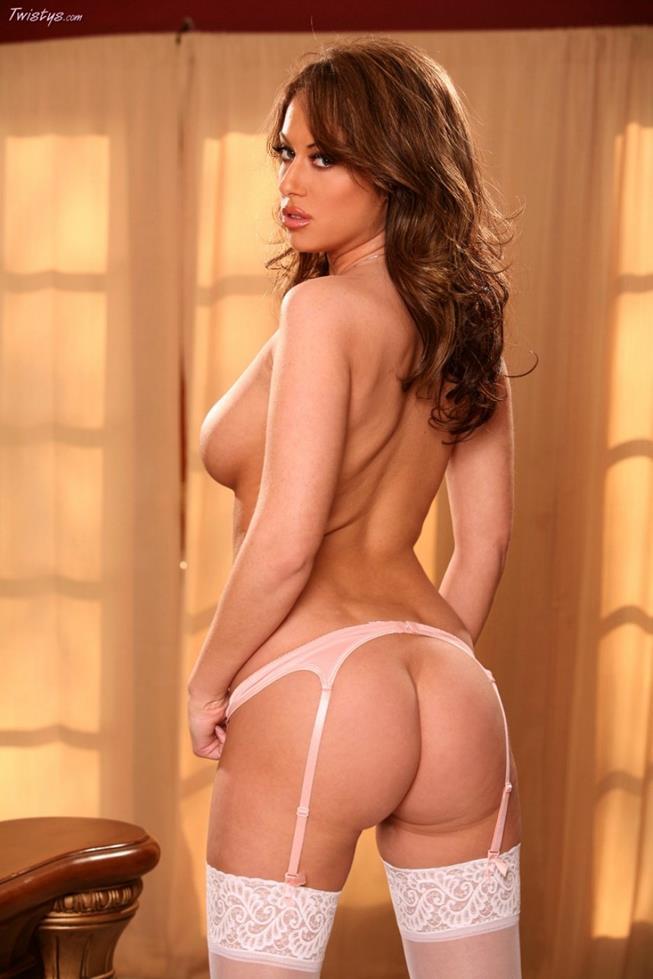 gostosa-so-de-lingerie-mostrando-tudo-15
