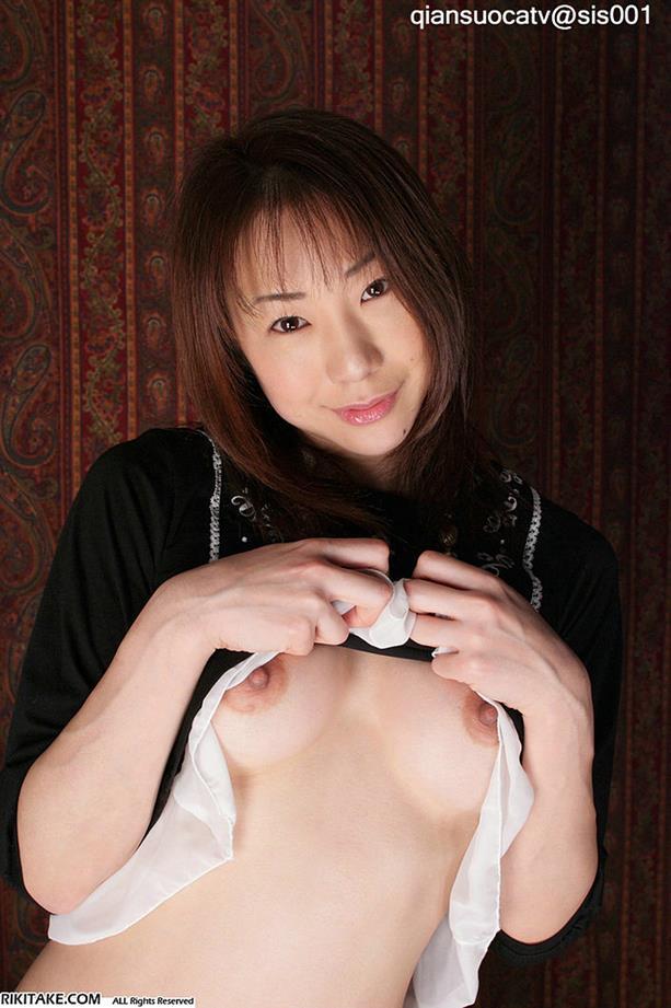 Chinesa Pelada Mostrando a Buceta