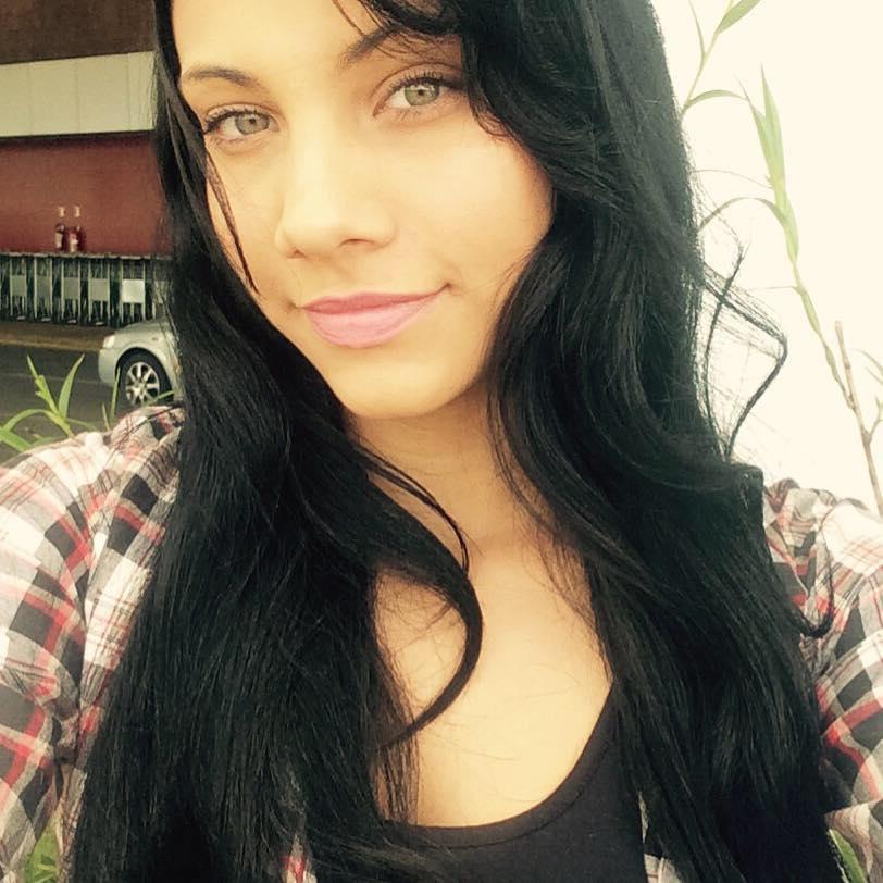 Marina Novinha Amadora de Socoraba Sensualizando