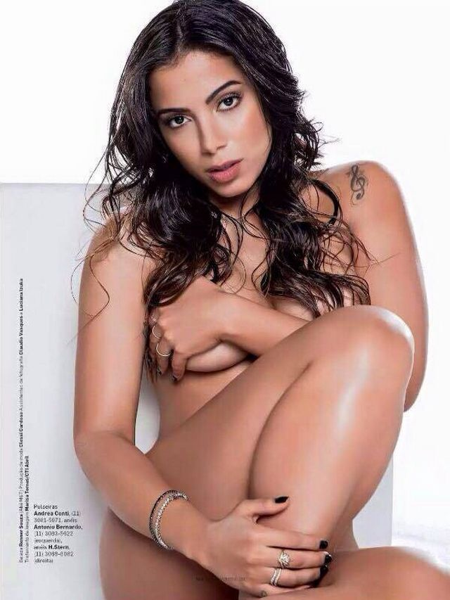 Fotos Sensuais da Cantora Anitta Semi Nua