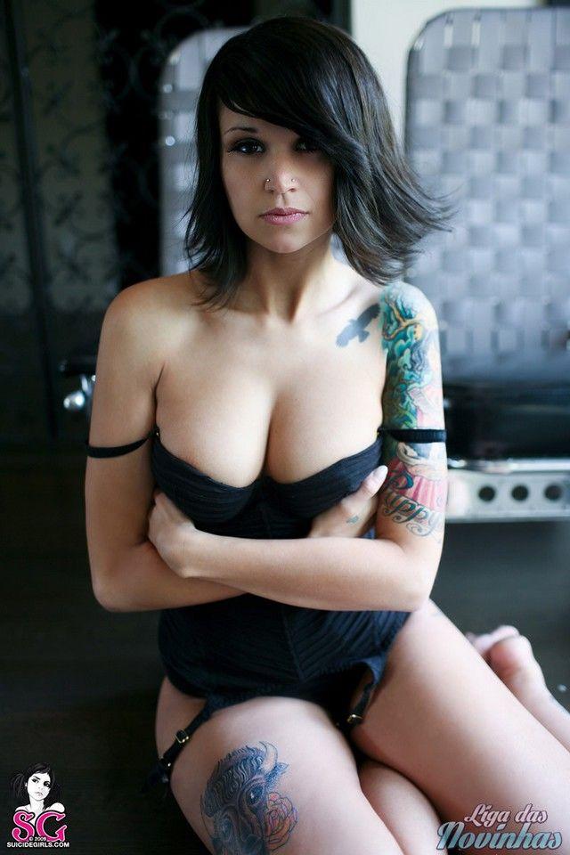 Novinha Tatuada da Suicide Girls em Fotos Sensuais