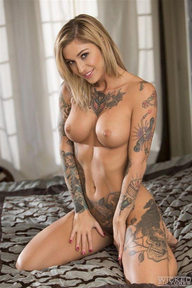 Lésbicas Gostosas Tatuadas se Chupando