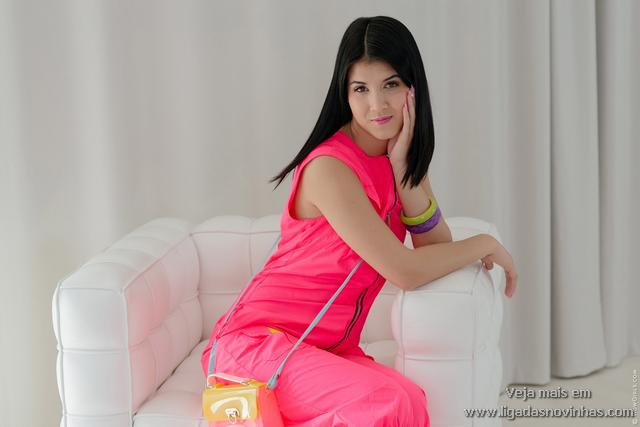 Novinha Perfeita Abrindo a Bucetinha