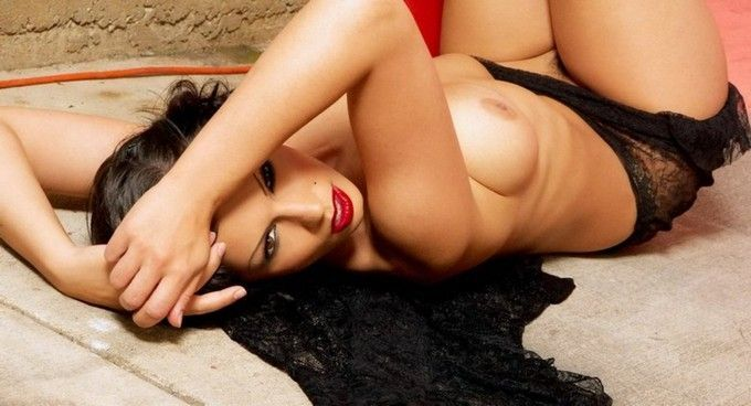moreninha-sexy-mostrando-sua-linda-bucetinha-peluda-11