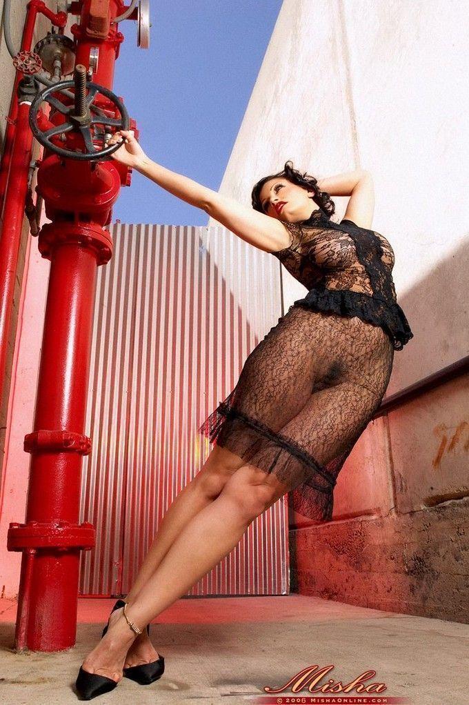 moreninha-sexy-mostrando-sua-linda-bucetinha-peluda-2