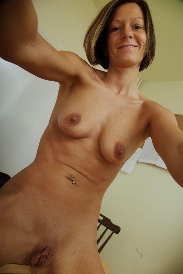 Fotos de coroa gostosa nua mostrando seu bucetão