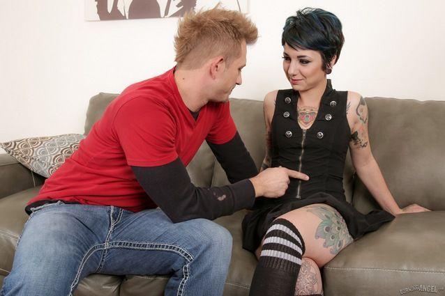 Mulher tatuada safada fazendo com namorado