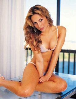 Claudia Leite Gostosa Semi Nua em Fotos Sensuais