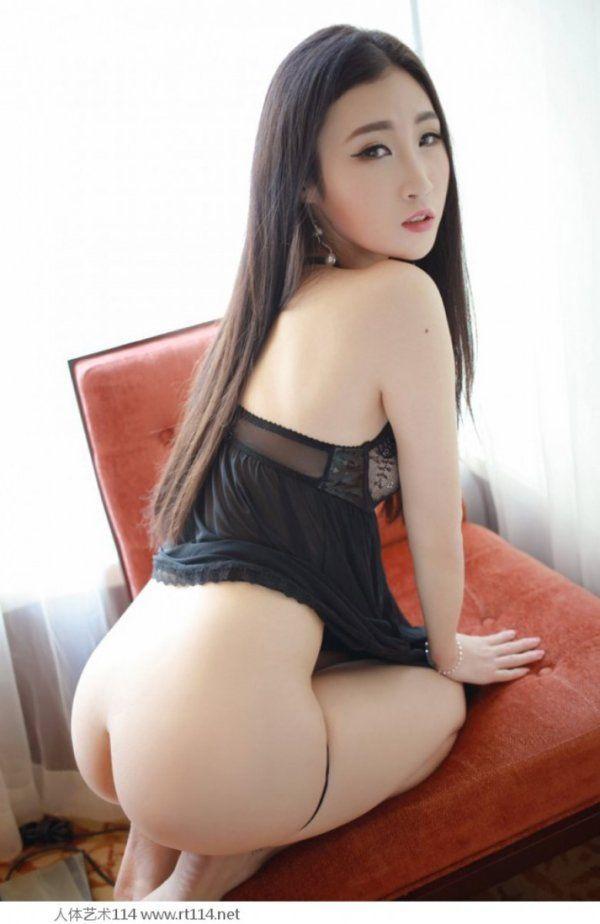 Asiática Novinha Deliciosa Provocando de Lingerie
