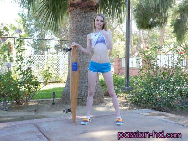 Branquinha Magrinha Fudendo no Parque