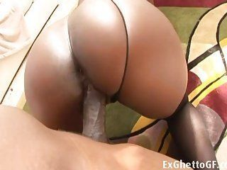 Mulata putona recebe uma pica grande na buceta