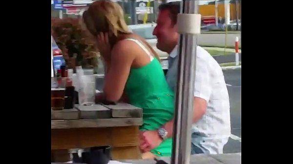 Flagra de Casal transando em público