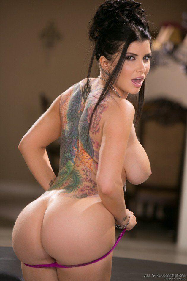 Fotos de Morena Peituda do Corpo Tatuado Pelada