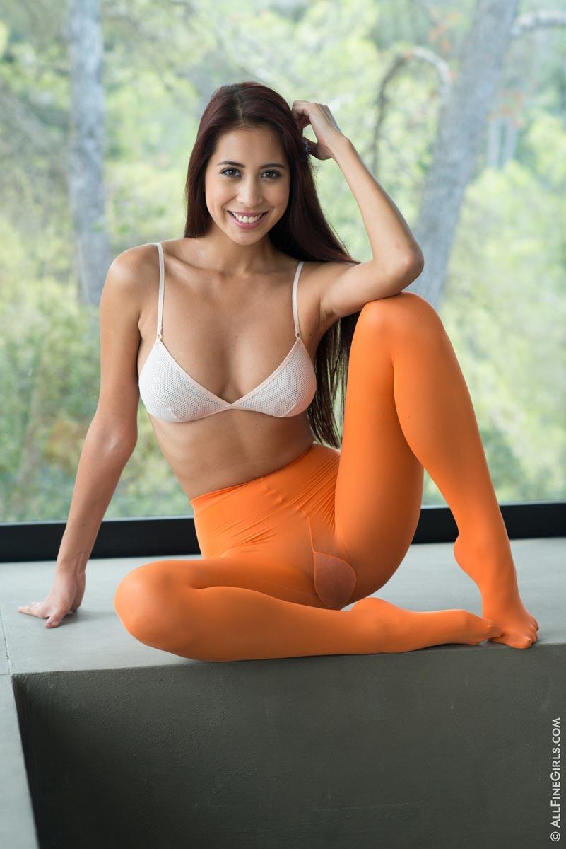 Fotos de gostosa com seios grandes e xoxota carnuda