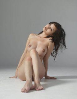 Novinha Virgem Pelada Exibindo sua Buceta Fechadinha