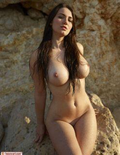 Imagens de Ninfeta dos Peitos Grandes Nua