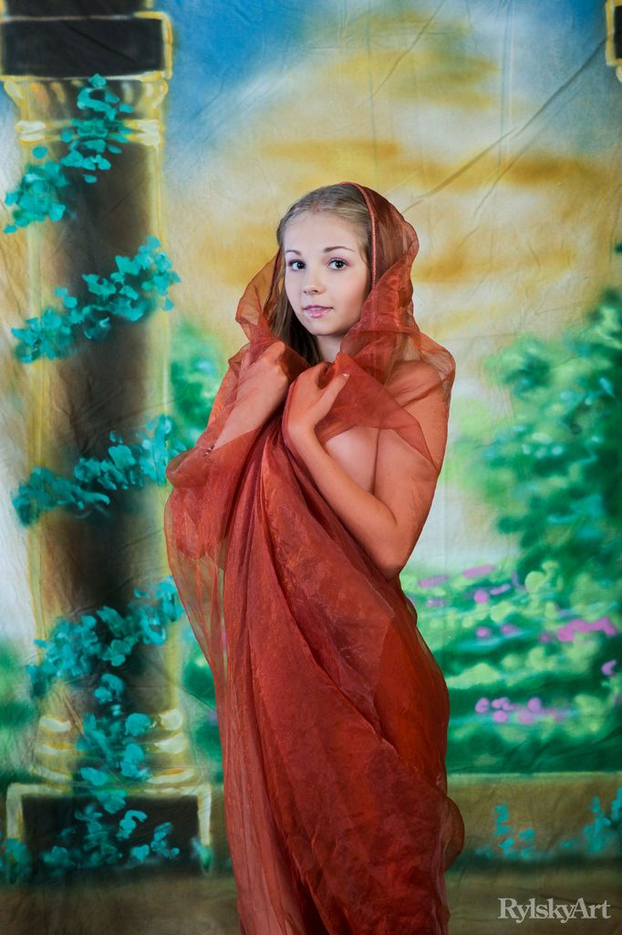 Novinha de 18 Peladinha Mostrando sua Bucetinha Gostosa