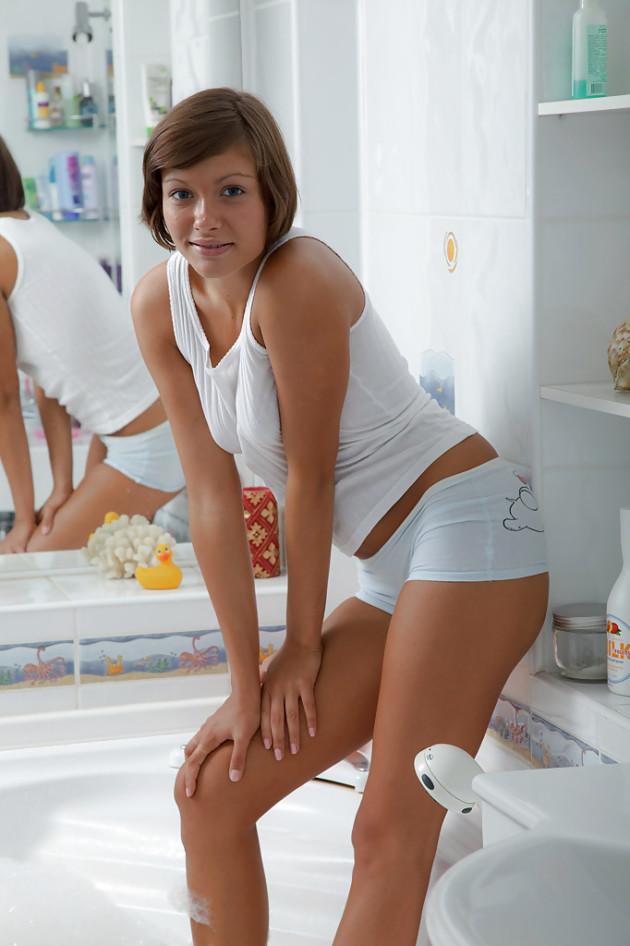 Fotos de Novinha Sapeca Tomando Banho de Espuma