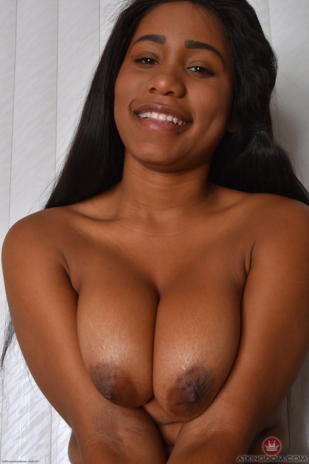 Fotos de Negra Nua Abrindo a Xoxota