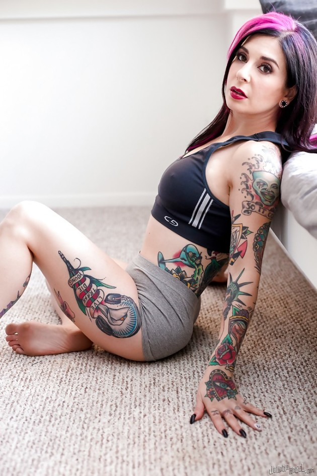 Mulher Emo do Corpo Tatuado Pelada