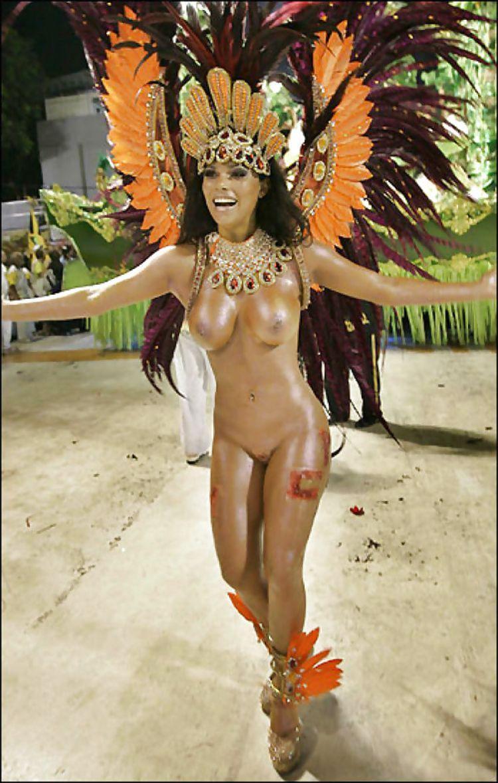 golie-devushki-s-karnavala-v-brazilii