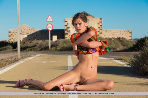 Novinha Maluquinha Pelada na Estrada