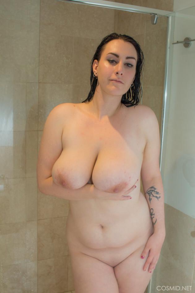 Amadora Gordinha Gostosa Nua Tomando Banho