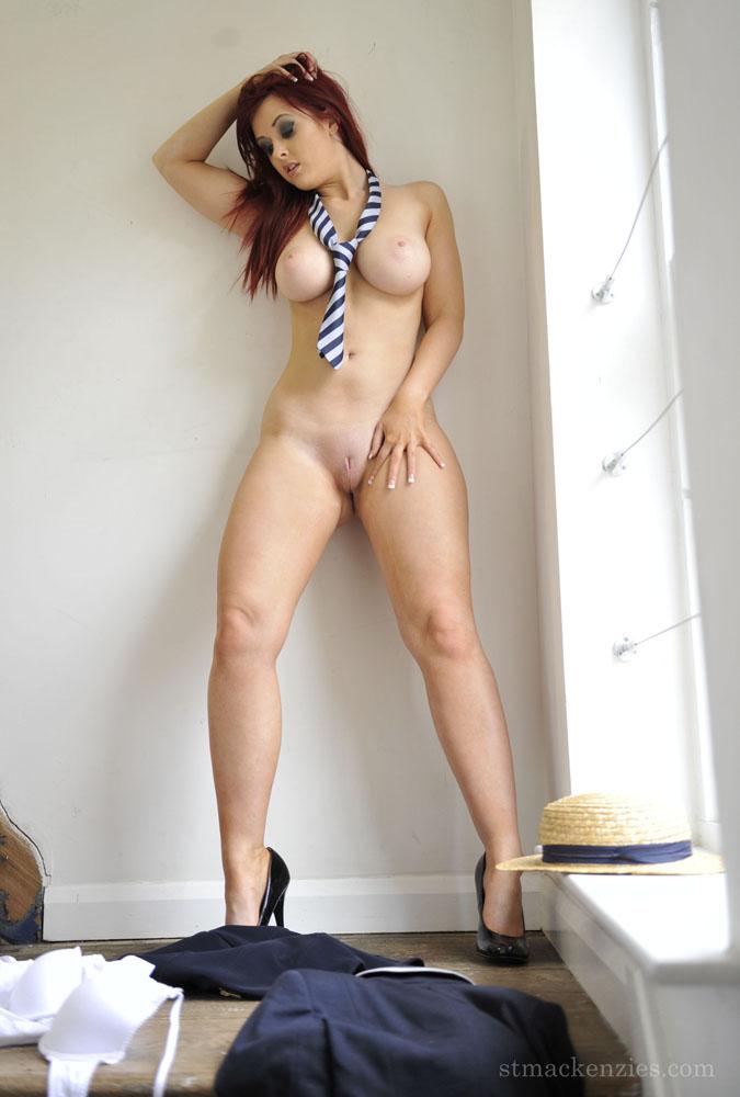 Colegial Cavala de Seios Fartos Fazendo Striptease