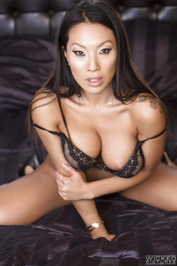 top-aziatskie-porno-zvezdi-seks-orgazm-yaponok