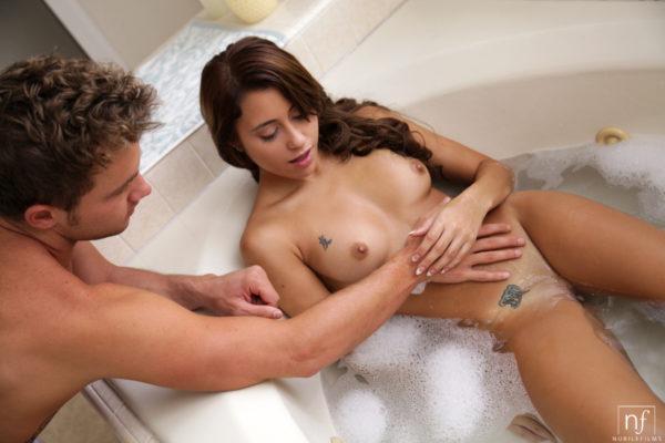 Novinha dando pro amante no motel