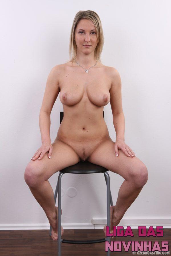 Fotos de amadora tirando a roupa exibindo seu corpo natural