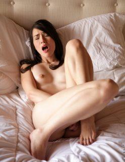 Novinha gozando se masturbando