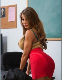 Professorinha gostosa tirando a roupa