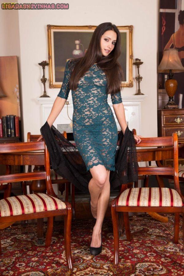 Patricinha linda tirando o vestidinho