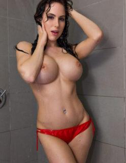Morena Gostosa se Exibindo no Banho