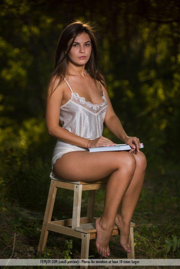 Novinha Sexy em Ensaio NU ao Ar Livre