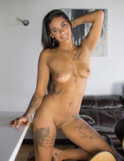 Novinha Deliciosa do Corpo Tatuado